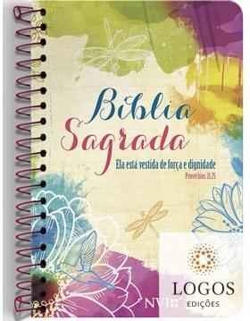 Bíblia Anote - NVI - letra grande - capa espiral clássica - Ela está revestida de força e dignidade. 9786556550343